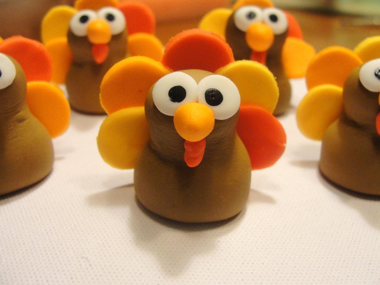 Thanksgiving cupcake decorations - Turkey Fondant Cupcake Toppers